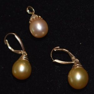 Golden pearls 14k gold earnings and pendant
